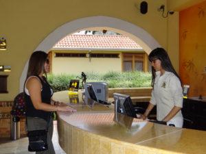 ¿Por qué estudiar hotelería? Constante comunicación con los clientes y la oportunidad de crecer profesionalmente