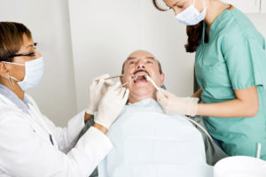 Diferencias fundamentales entre un dentista y un técnico superior en higiene bucodental